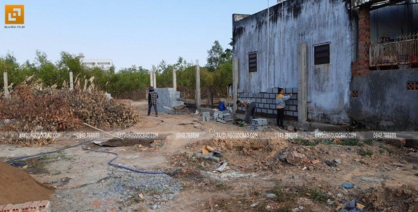 Công tác thi công tường rào, hàng rào quanh khu đất - Ảnh 7