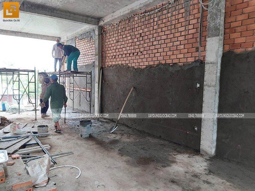 Tô trát xi măng các bức tường trong nhà