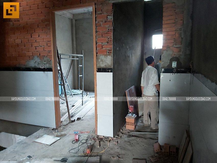 Ốp lát gạch chân tường tất cả các phòng