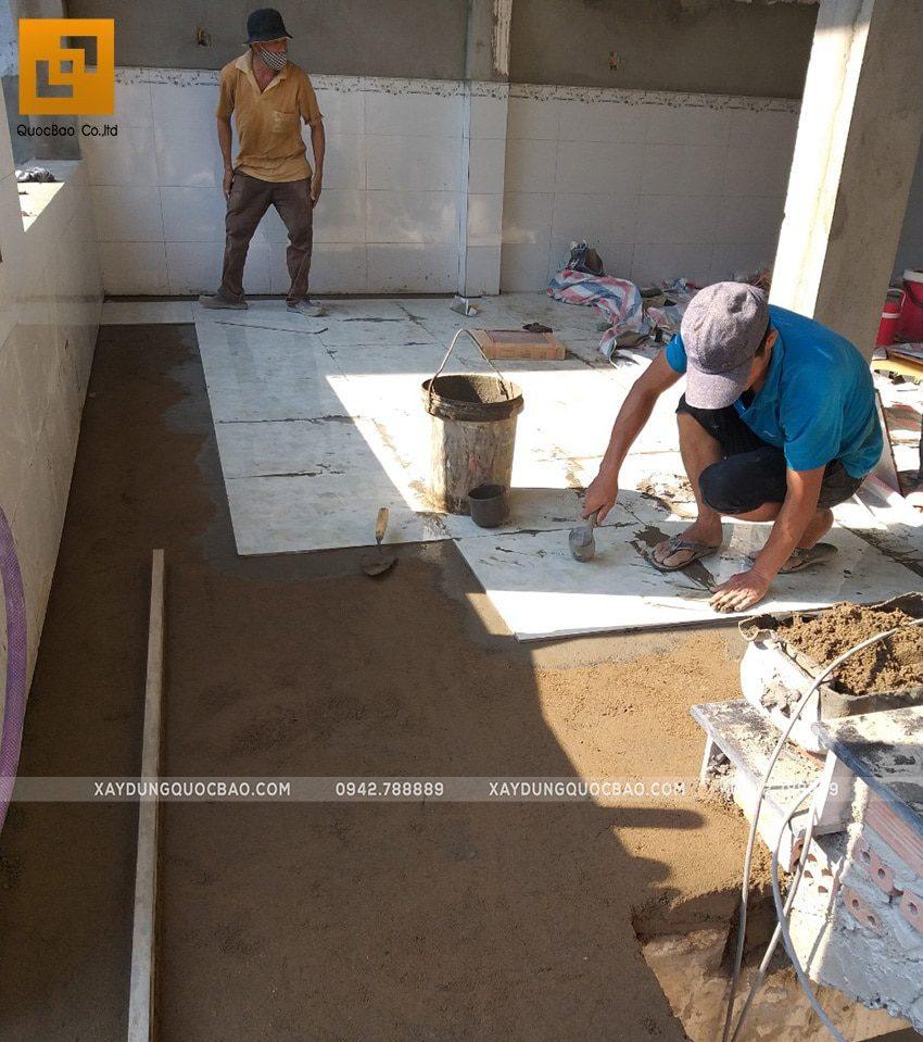 Lát gạch men bên trong nhà