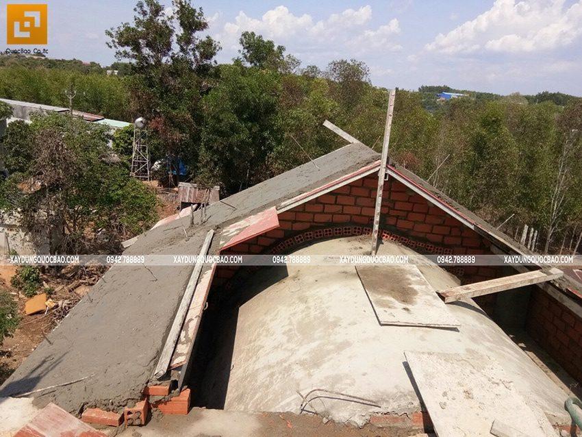 Thi công phần thô ngoại thất biệt thự 2 tầng - Ảnh 2
