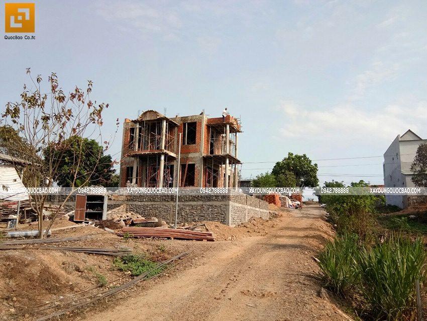 Thi công phần thô ngoại thất biệt thự 2 tầng - Ảnh 5