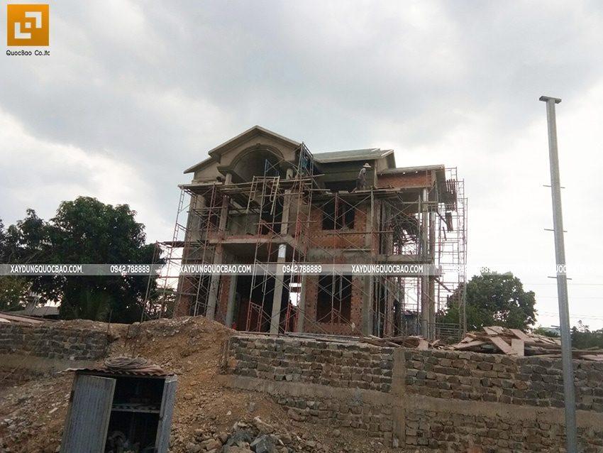 Thi công phần thô ngoại thất biệt thự 2 tầng - Ảnh 4