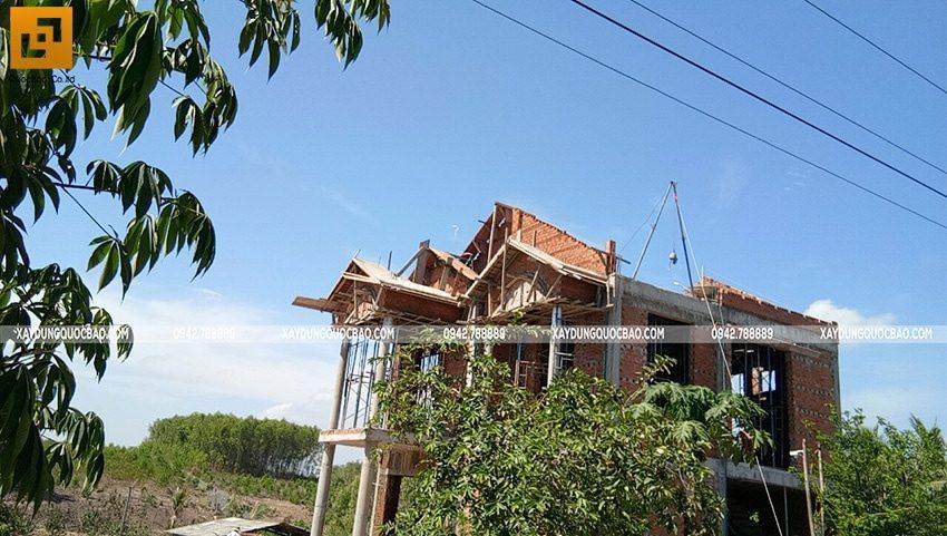 Thi công phần thô ngoại thất biệt thự 2 tầng - Ảnh 3
