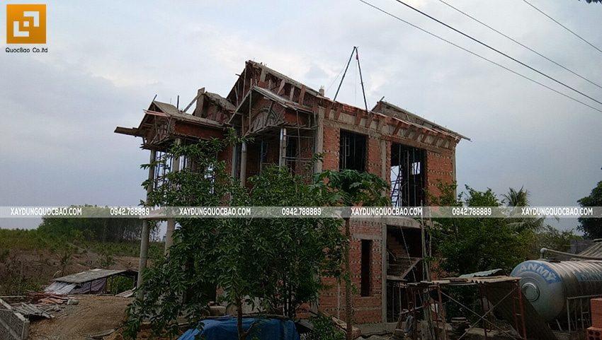 Thi công phần thô ngoại thất biệt thự 2 tầng - Ảnh 11