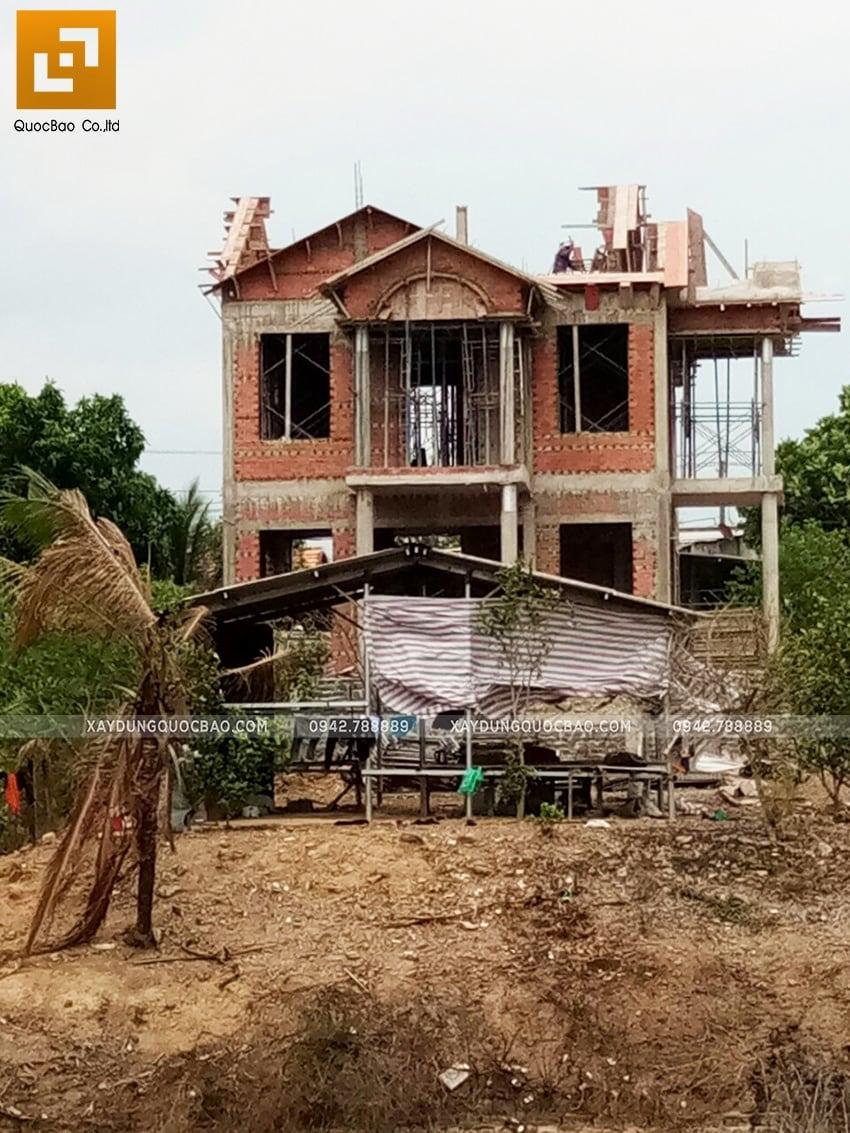 Thi công phần thô ngoại thất biệt thự 2 tầng - Ảnh 8