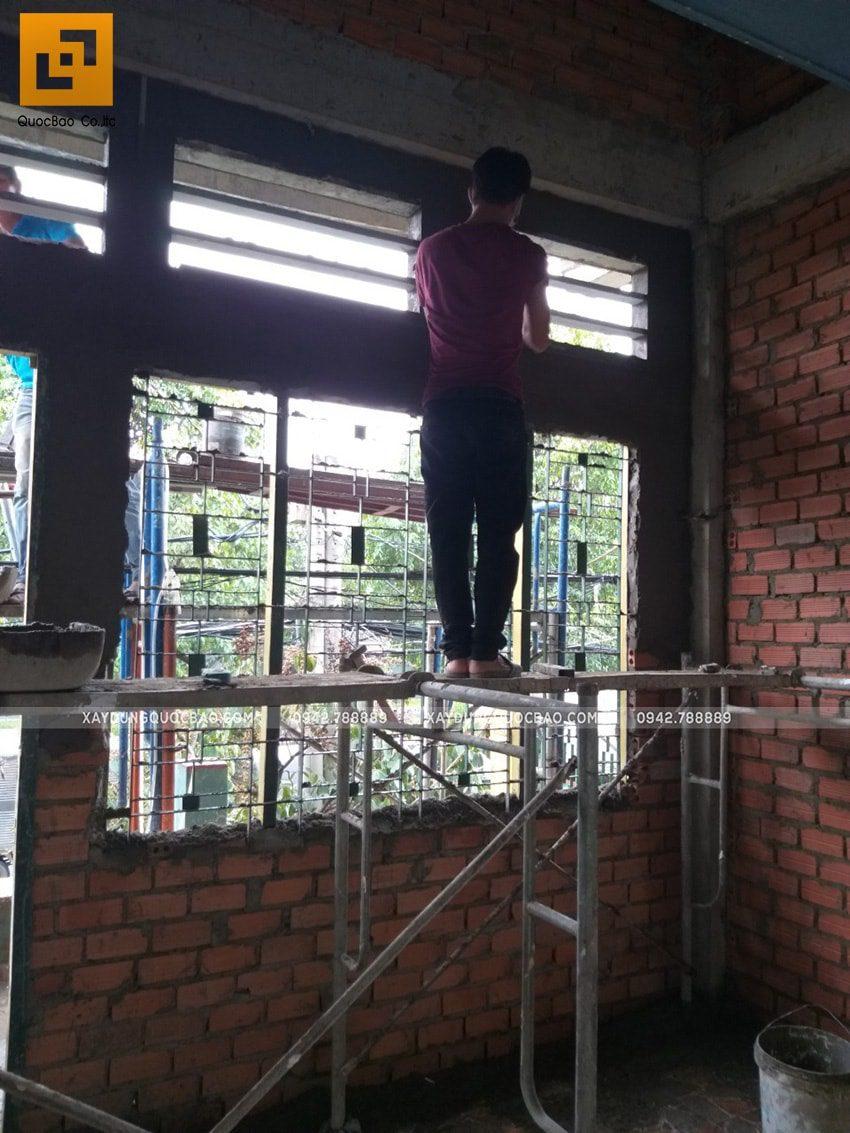 Công tác tô trát xi măng vách tường bên trong nhà - Ảnh 1
