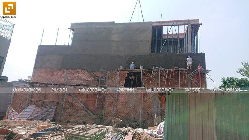 Công tác tô trát xi măng tường phía ngoài nhà - Ảnh 1