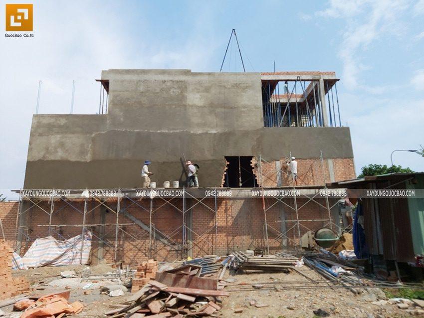 Công tác tô trát xi măng tường phía ngoài nhà - Ảnh 2