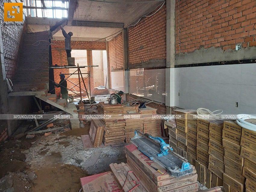 Tô trát xi măng khu vực cầu thang tại tầng trệt