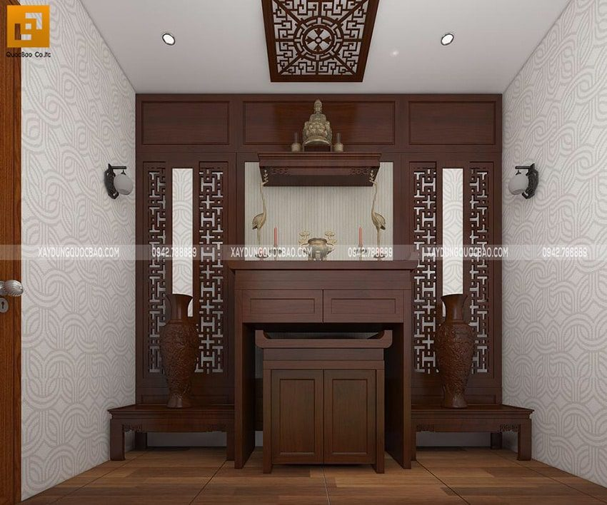 Không gian thờ tự của gia đình sử dụng nội thất gỗ cao cấp, được chạm khắc họa tiết tỉ mỉ, sắc sảo.