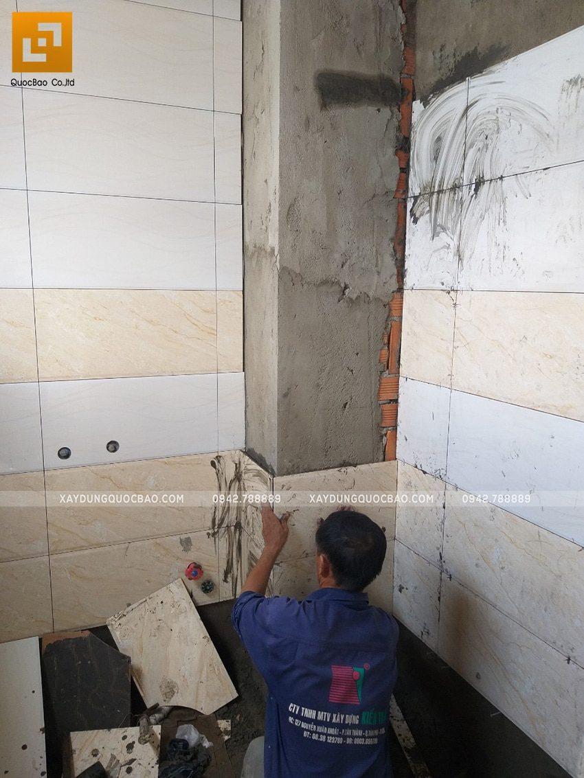 Thi công ốp lát gạch khu vực phòng vệ sinh - Ảnh 1