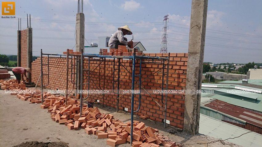 Công tác xây tường bao, tường ngăn ở lầu 2 - Ảnh 3