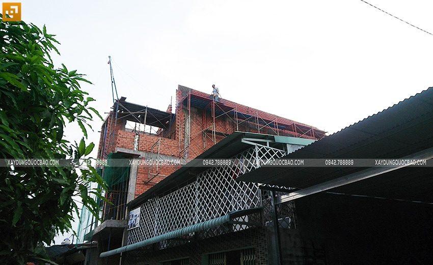 Ngôi nhà 3 tầng đã thành hình, cao ráo nổi bật giữa lòng phố thị