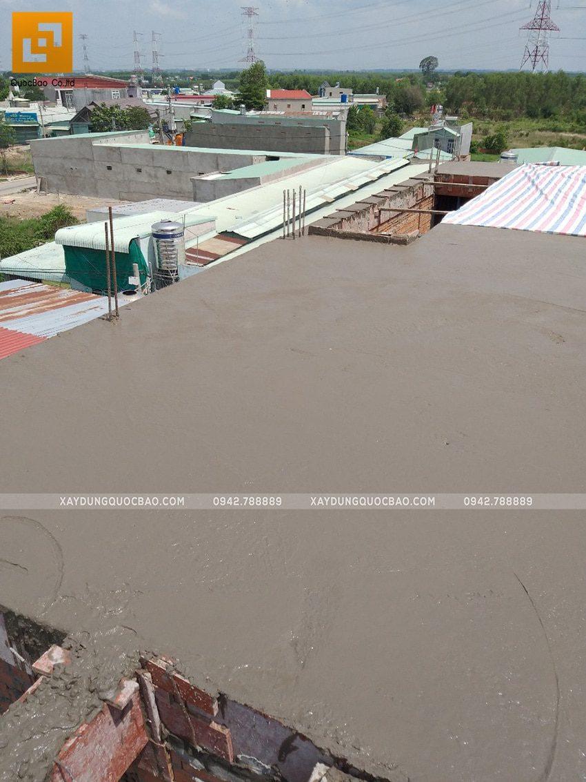 Bê tông sau khi đổ xong sẽ được tiến hành bảo dưỡng liên tục để bảo đảm chất lượng