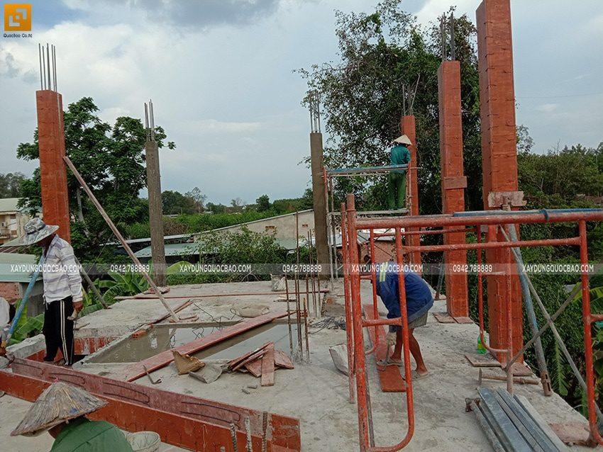 Đóng ván khuôn cofa cột trụ ở lầu 1 - Ảnh 3