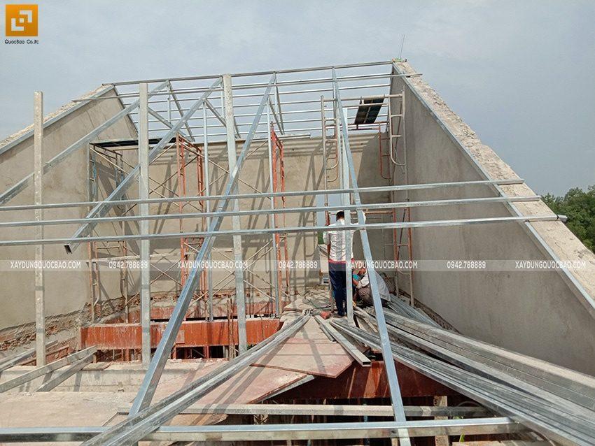 Thi công dựng khung vì kèo sắt để lợp ngói