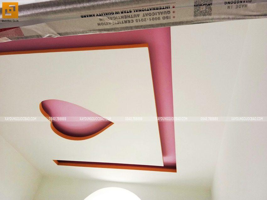 Trang trí họa tiết trần nhà trong phòng ngủ