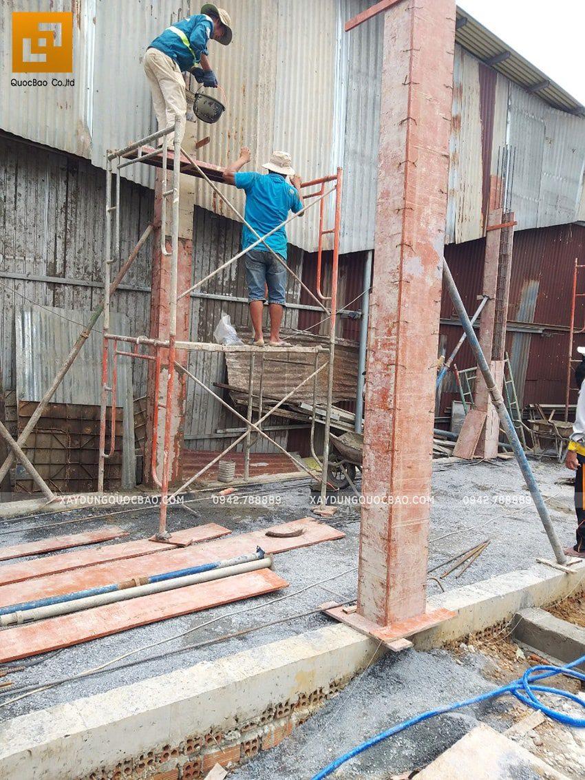 Thi công đổ bê tông cột, trụ tầng trệt - Ảnh 2