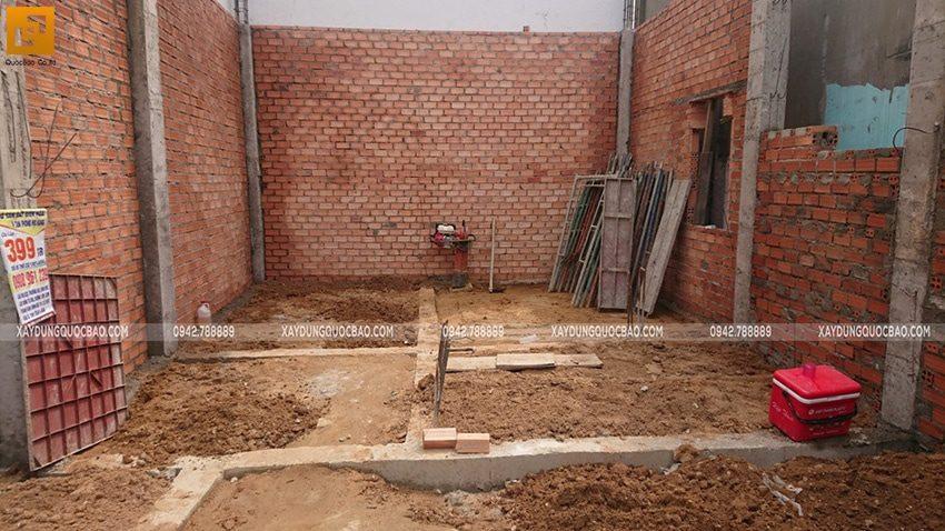Công tác xây tường gạch tại tầng trệt