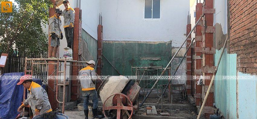 Lắp dựng cốp pha cột, trụ bê tông tầng trệt - Ảnh 3