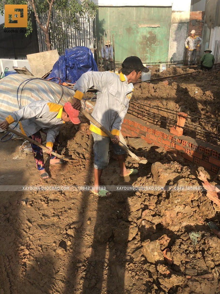 Công tác san lấp đất móng nhà ống - Ảnh 2
