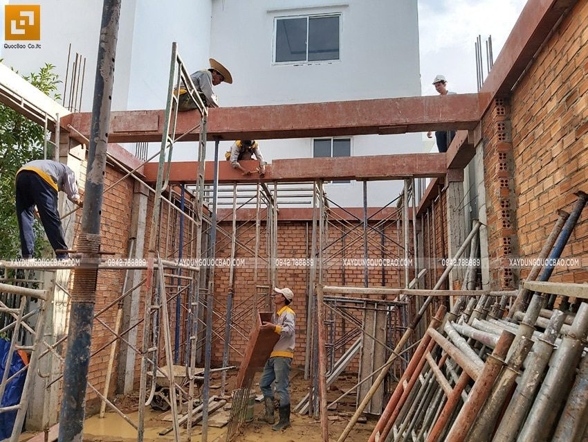 Lắp dựng ván khuôn cofa dầm tầng trệt - Ảnh 2
