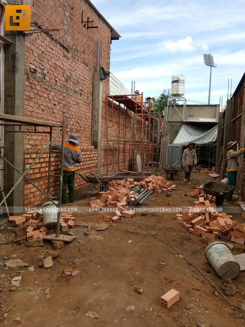 Thi công đổ bê tông cột trụ tại tầng trệt - Ảnh 2
