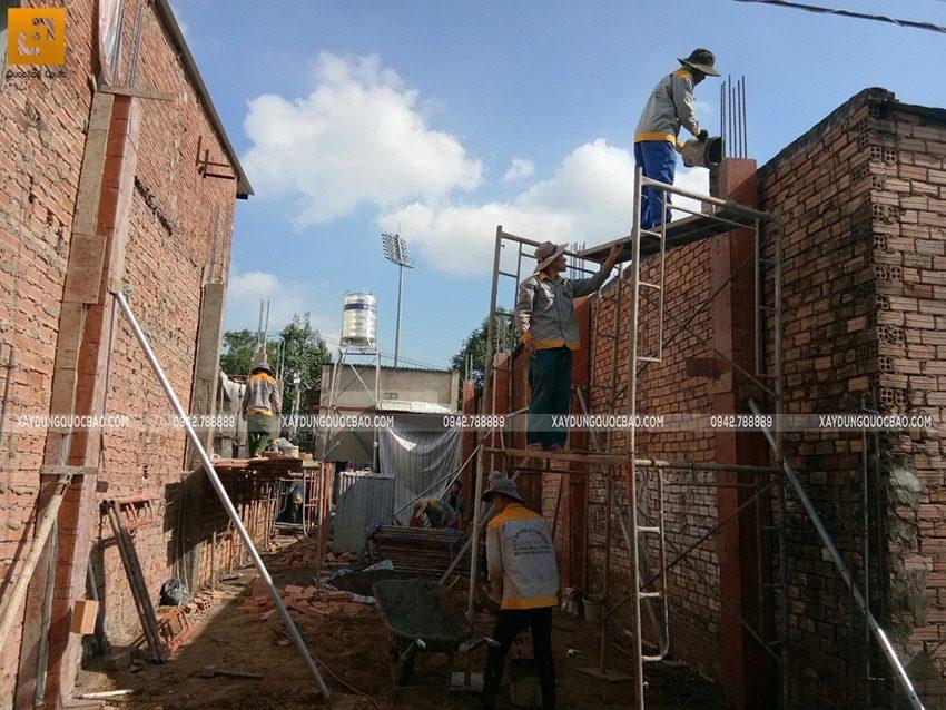 Thi công đổ bê tông cột trụ tại tầng trệt - Ảnh 1