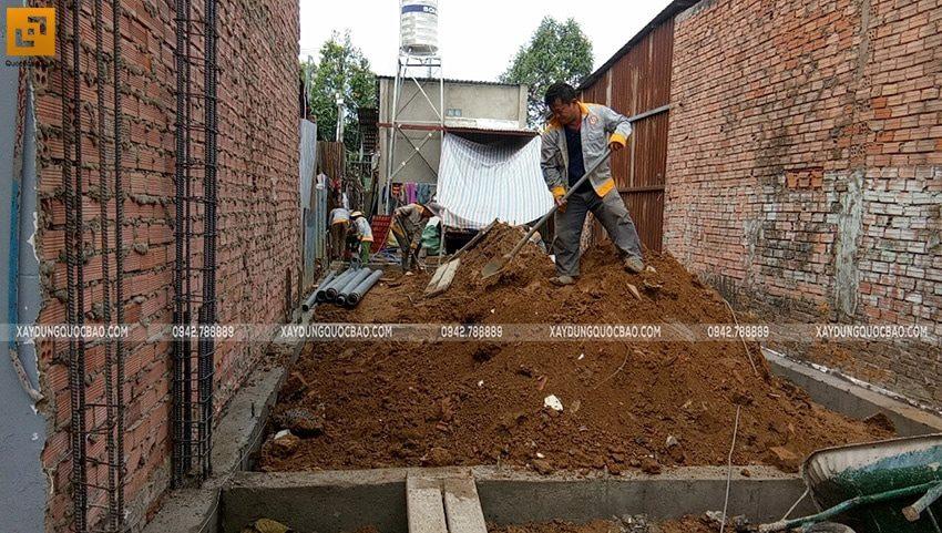 Đổ bê tông dầm móng và đổ đất móng - Ảnh 3