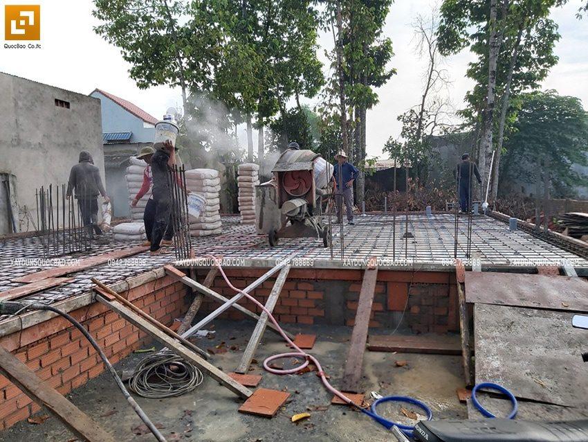 Công tác đổ bê tông sàn tầng trệt - Ảnh 3