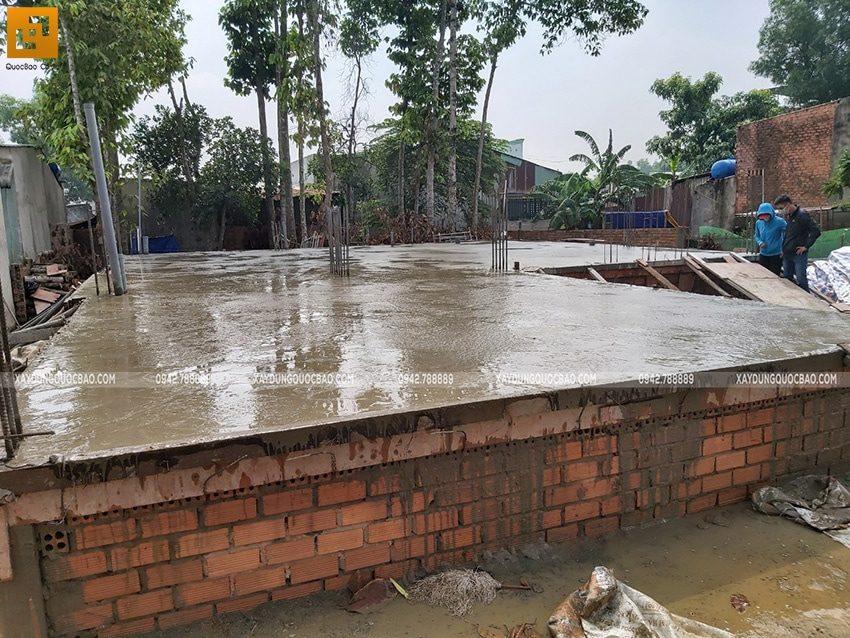 Công tác đổ bê tông sàn tầng trệt - Ảnh 4