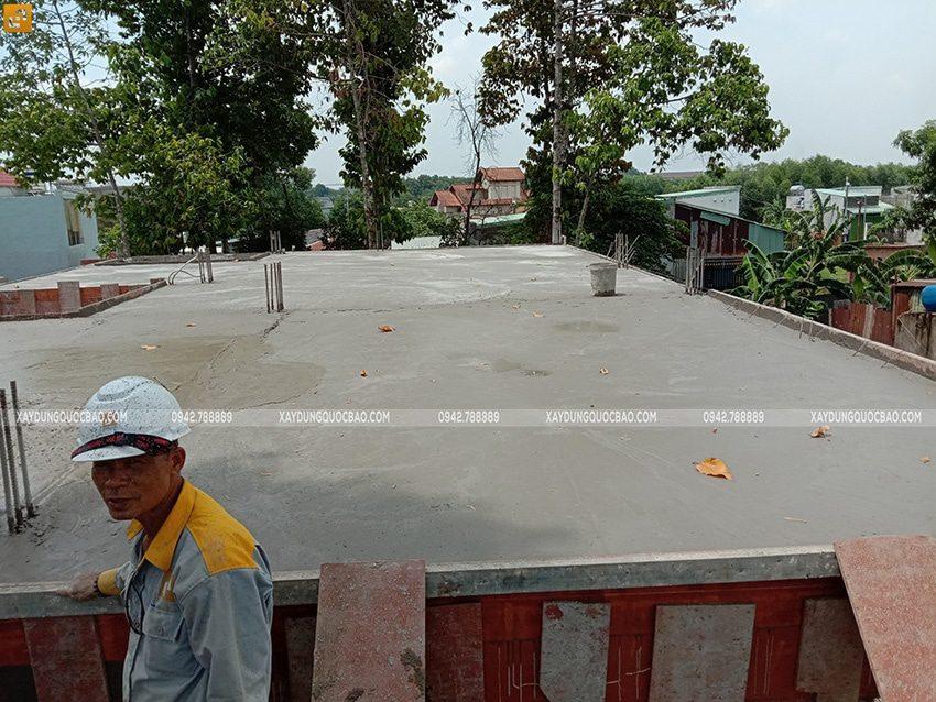 Công tác đổ bê tông sàn tầng trệt - Ảnh 5