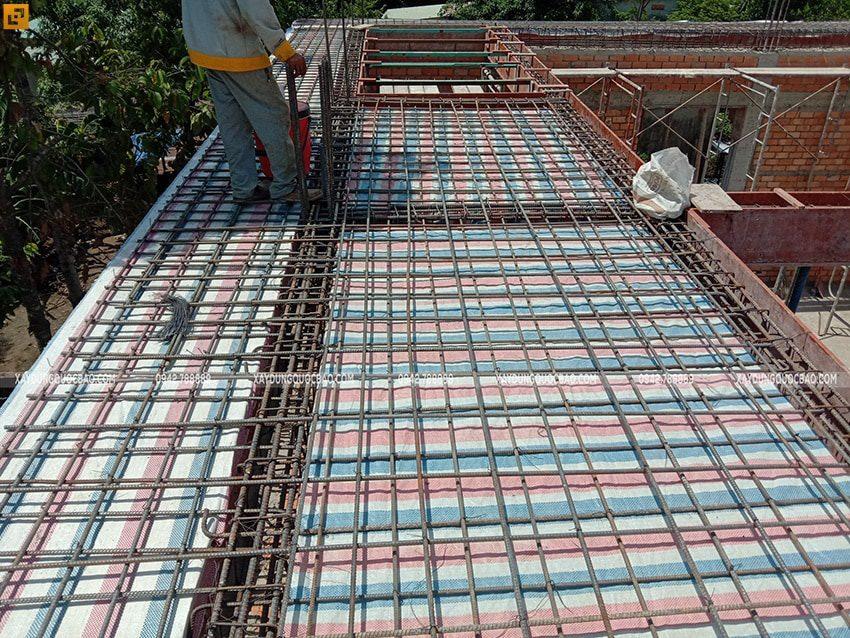 Lắp đặt cốt thép, ván khuôn chuẩn bị đổ bê tông dầm, sàn - Ảnh 4
