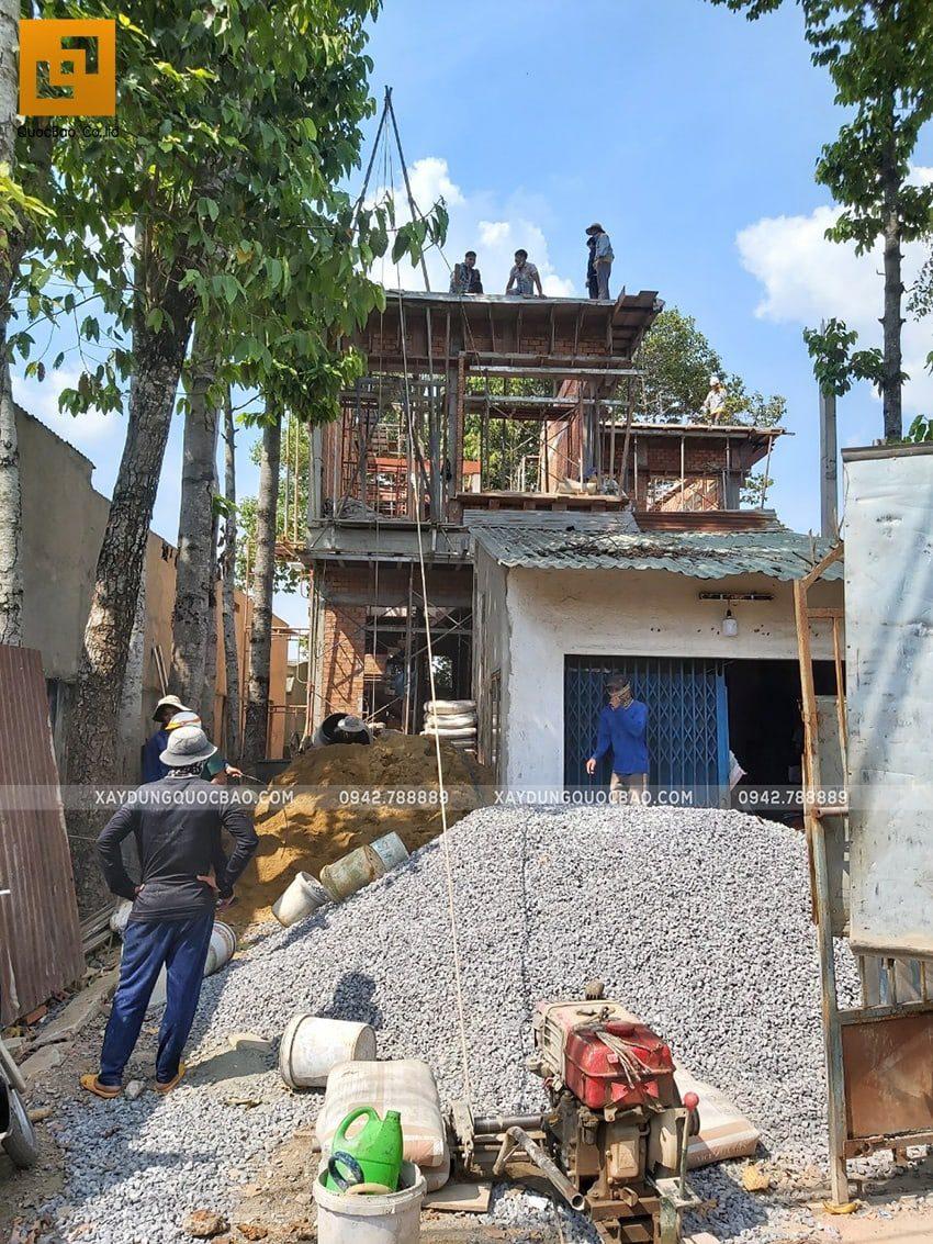 Ngôi biệt thự 2 tầng đang dần thành hình