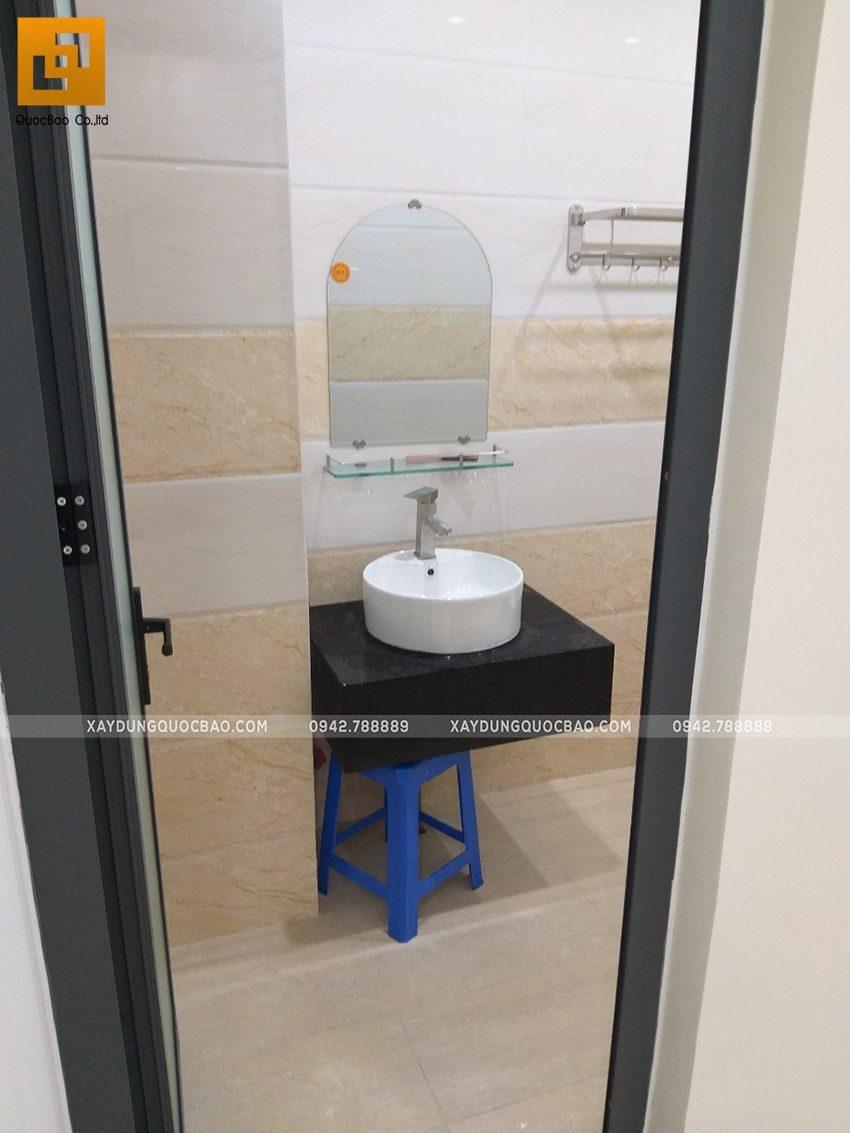 Bên trong phòng vệ sinh tại lầu 1 - Ảnh 1