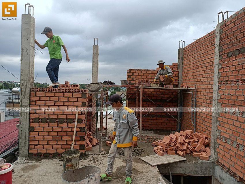 Thi công xây tường ngăn lầu 1 - Ảnh 2