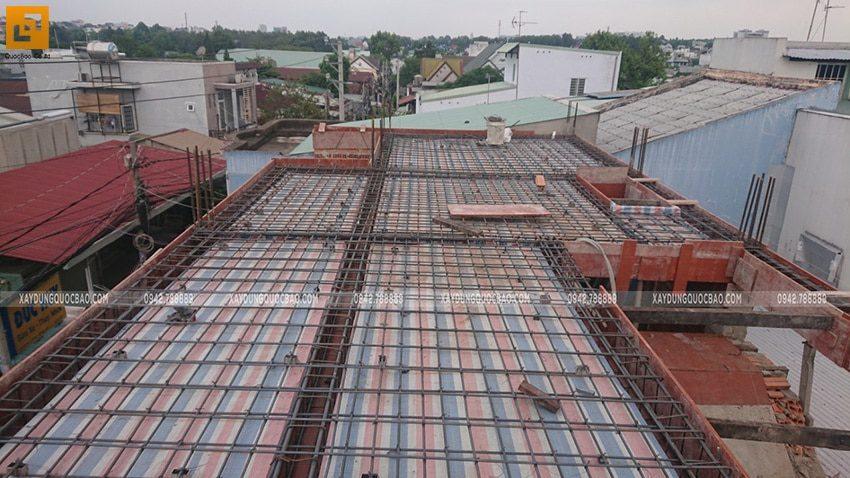 Lắp đặt cốt thép dầm sàn lầu 1