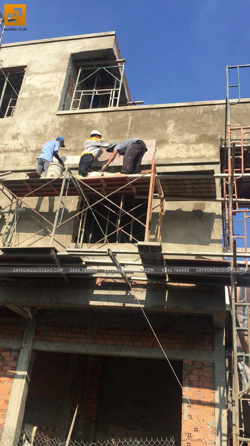 Thi công ốp gạch trang trí bên ngoài nhà - Ảnh 2