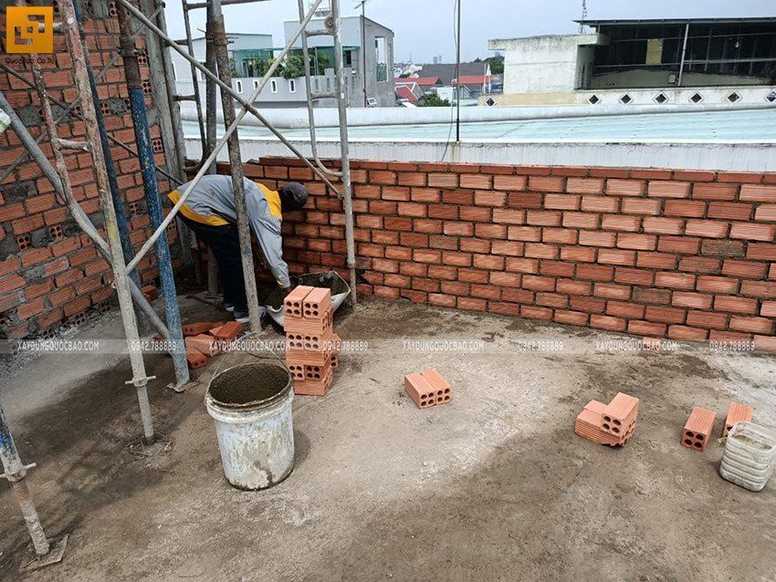 Những bức tường thẳng tắp dưới bàn tay người thợ chuyên nghiệp