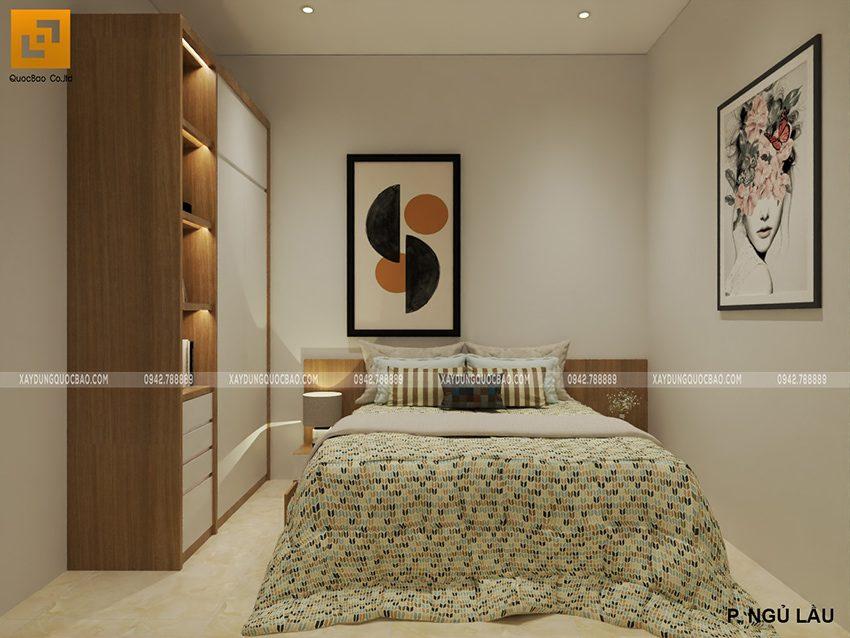 Phòng ngủ sử dụng gam màu dịu nhẹ giúp dễ ngủ hơn. Tranh trang trí trên tường được lựa chọn họa tiết nhẹ nhàng