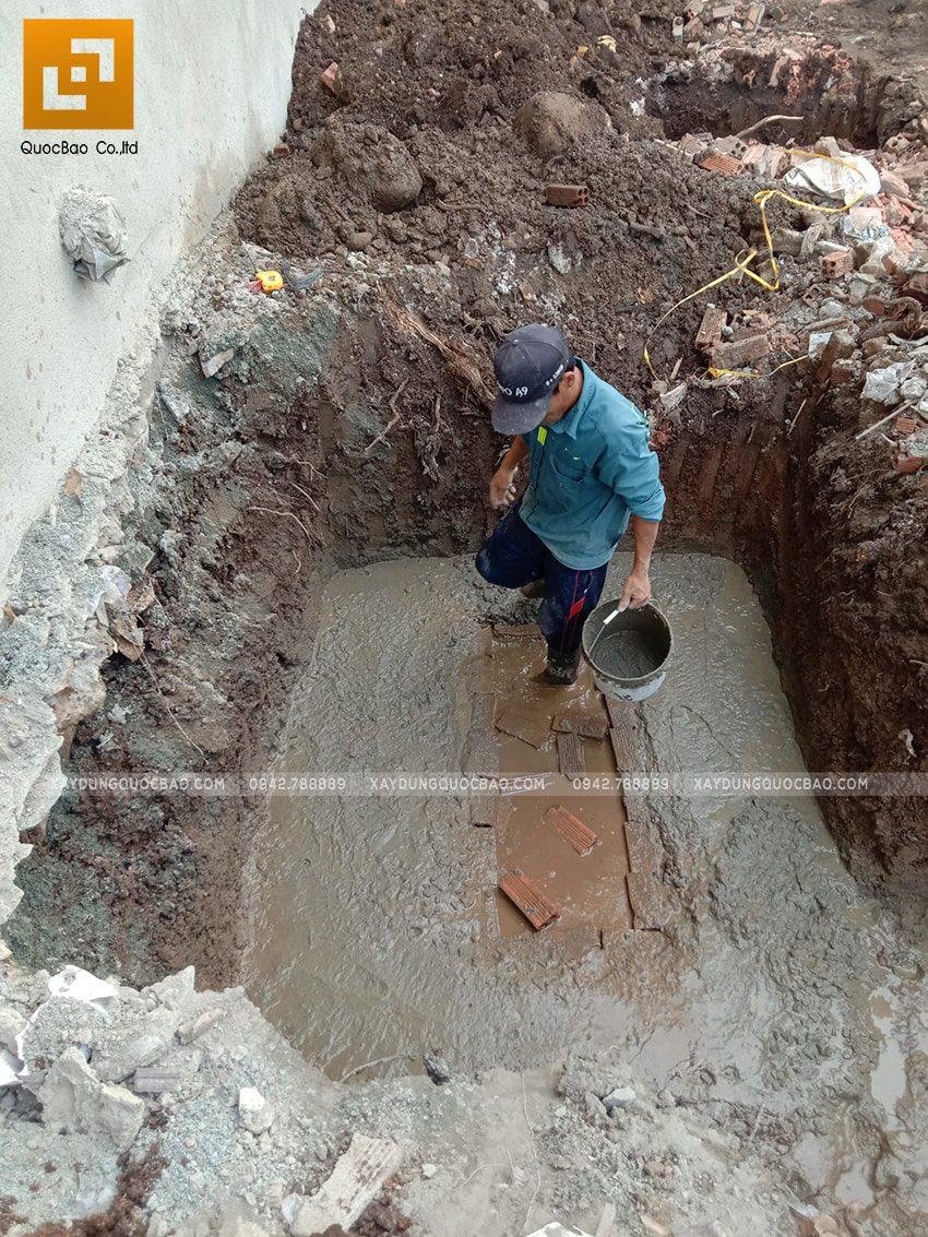Thi công xây tường bao quanh khu đất - Ảnh 1