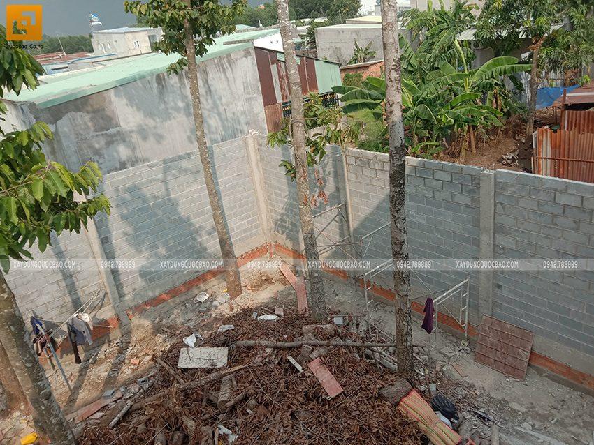 Thi công xây tường bao quanh khu đất - Ảnh 5