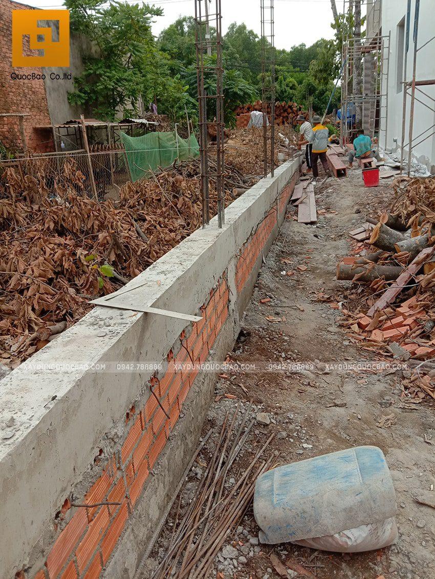Thi công xây tường bao quanh khu đất - Ảnh 3