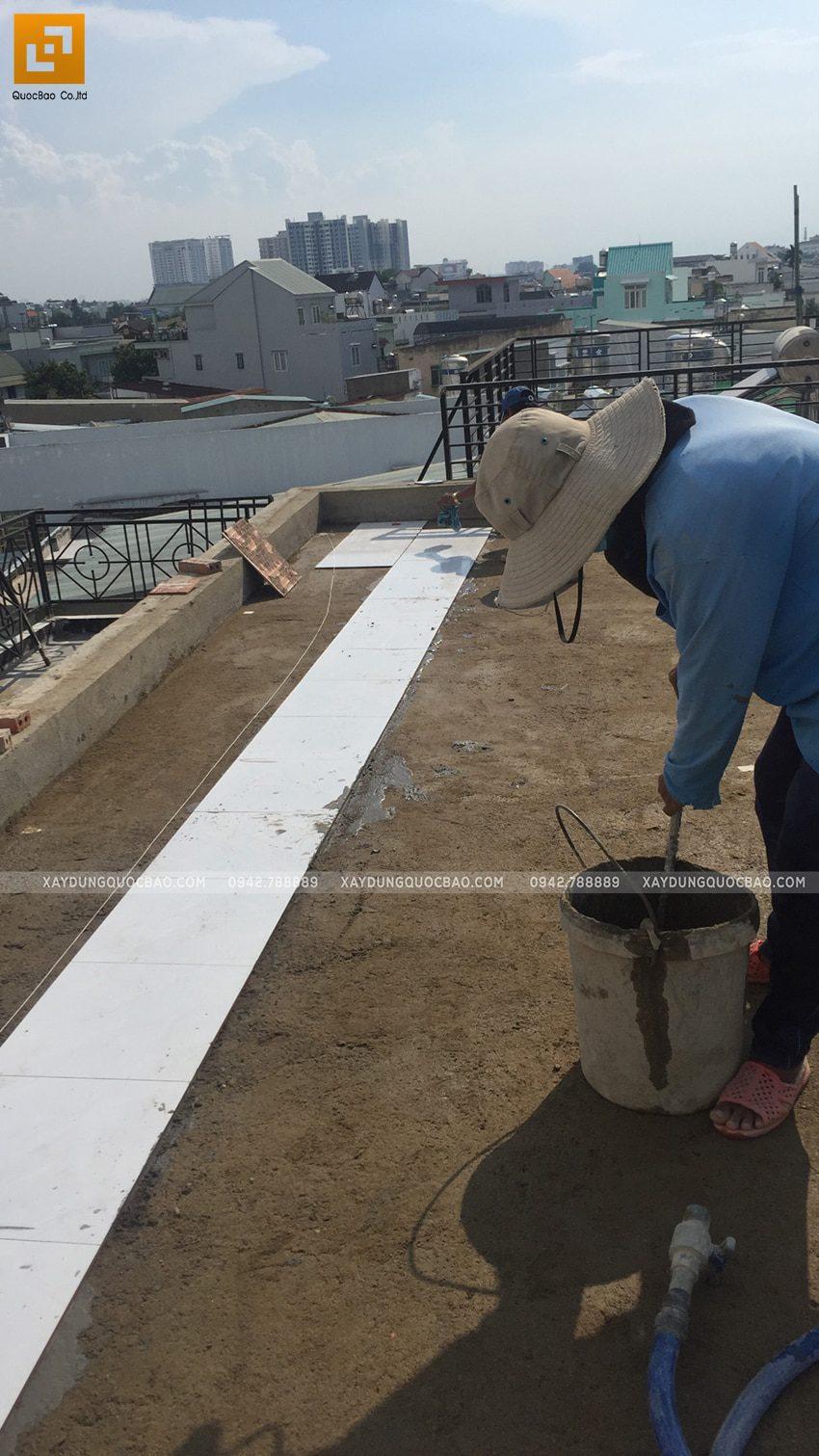 Thi công ốp lát gạch tại Sân thượng