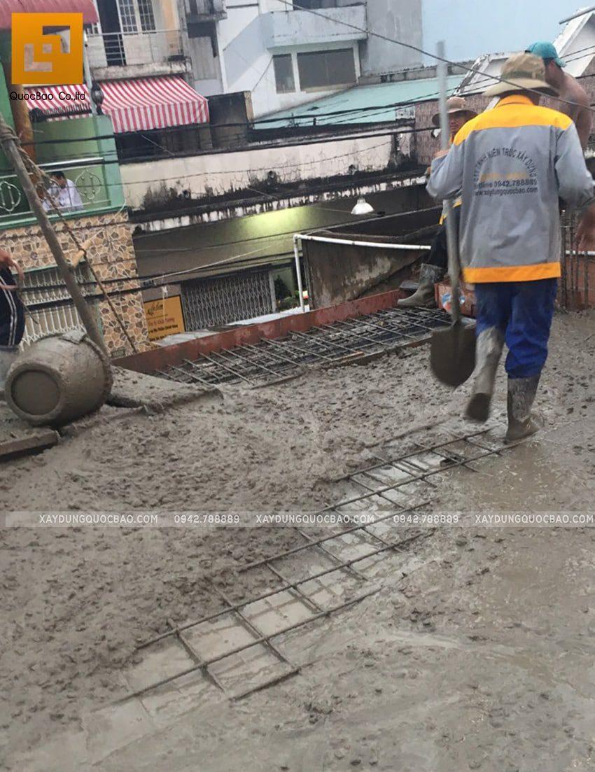 Đổ bê tông dầm, sàn tầng trệt - Ảnh 2