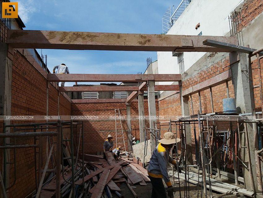 Lắp đặt ván cốp pha dầm tầng trệt - Ảnh 2