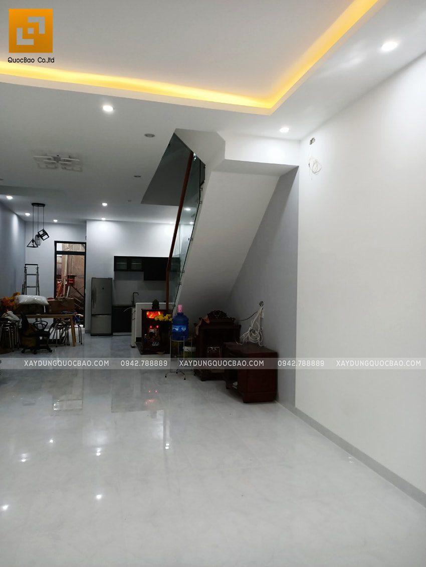 Phòng khách trang bị hệ thống đèn âm trần thạch cao lung linh