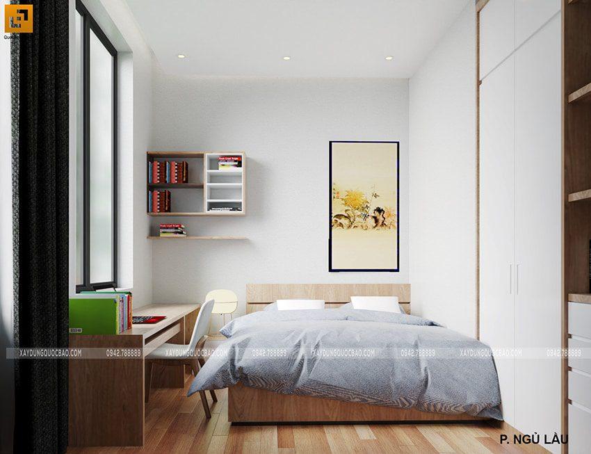 Phòng ngủ nhà anh Trí được xếp thêm bàn làm việc có view nhìn ra phía bên ngoài thoáng đãng