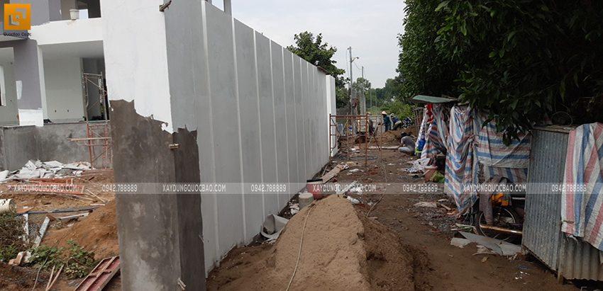 Thi công tường rào quanh khu đất - Ảnh 5